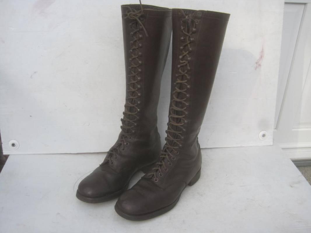 cf3ea8e39893 Paire de bottes a lacets cuir marron foncé Type colonial - Ventes d ...